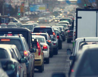 Stau zu den Stoßzeiten - Rush Hour in der Stadt