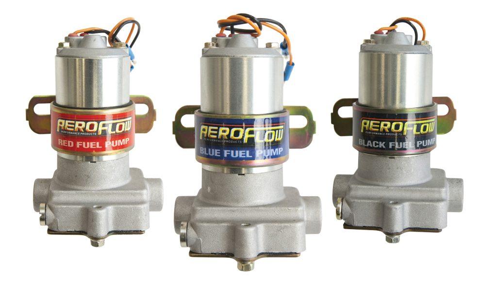 Ansicht von drei Kraftstoffpumpen der Marke Aeroflow.